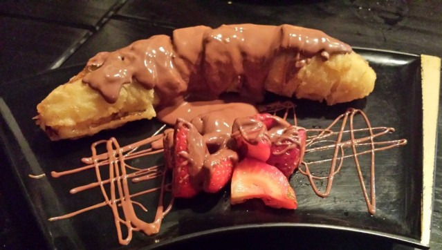 Sobremesa do rodízio: Banana frita e morangos com Nutella