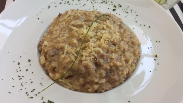 Prato principal: Risoto de Funghi com Iscas de Filé Mignon (com opção integral)