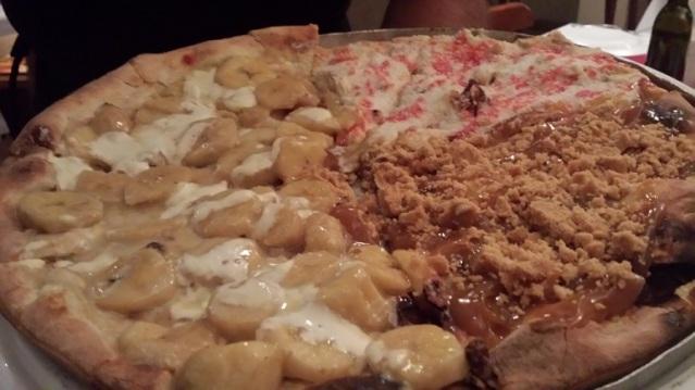 Pizzas doces: Banana com leite condensado, Doce de leite com paçoca e Beijinho