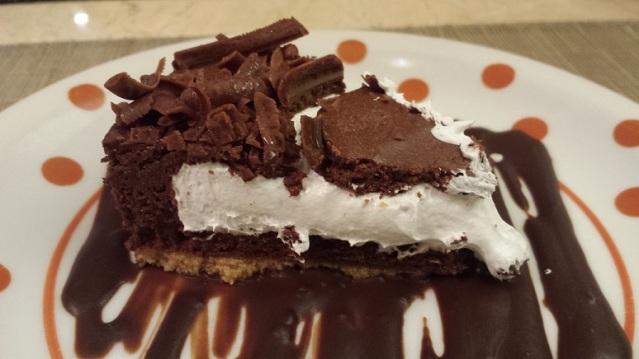Torta mousse de chocolate com marshmallow