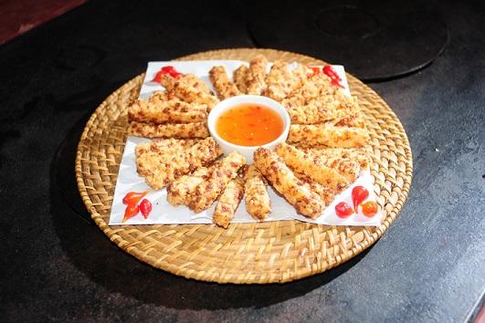 Confraria do Espeto: Tapioca granulada envolvida no queijo e maionese frita, com temperos especiais