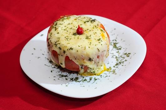 Taberna Canova: Tomate recheado na maionese, legumes, mussarela e requeijão