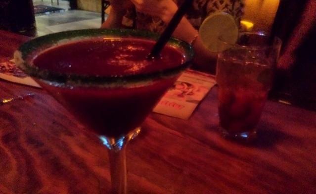Margarita de Frutas Vermelhas à esquerda e Mojito à direita