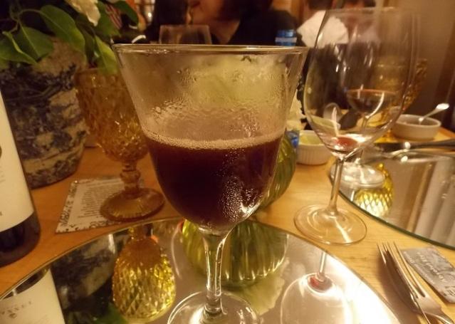 Drink a base de Vodka, Vinho do Porto, suco de abacaxi, aceto balsâmico e xarope de açúcar